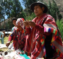 Don Francisco Chura Floresa and Don Sebastián Pauccar gave teaching on the despacho offerings to Pachamama.