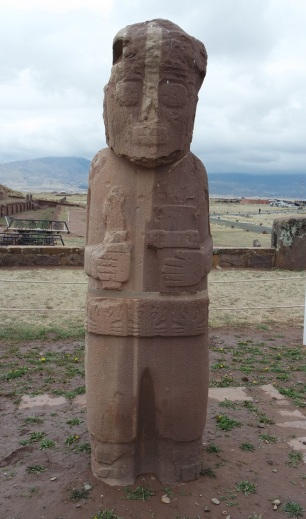"The "" Monolith Fraile "" also known as "" Estela Fraile "" or "" God of Water "", is a monument that is in the eastern part of the monumental archaeological complex of Tiwanaku"