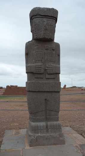 "The "" Monolith Ponce "", also known as "" Estela Ponce "" or "" Stela 8 "" is a monument that is in the eastern part of the monumental archaeological complex of Tiwanaku."